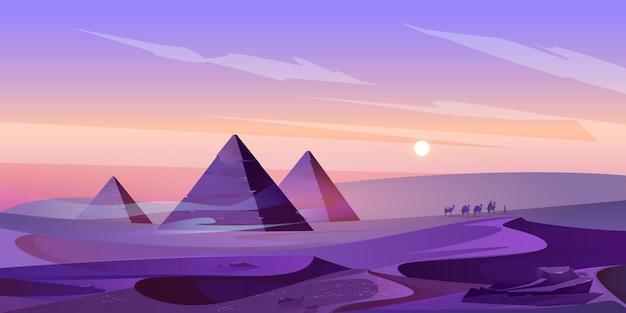 De piramides van egypte en de rivier van de nijl in schemerwoestijn Gratis Vector