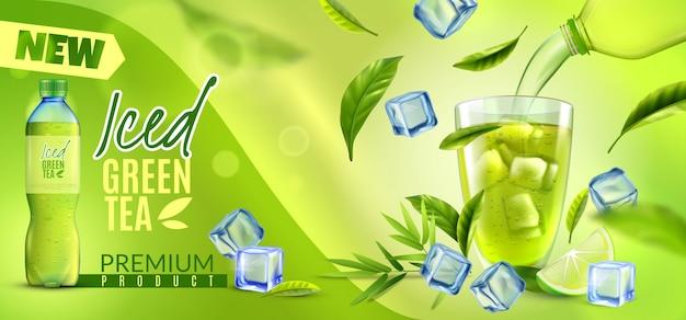 De realistische groene thee horizontale banner met de overladen bladeren van merknaamijsblokjes en het plastic flessenpak schoten vectorillustratie Gratis Vector