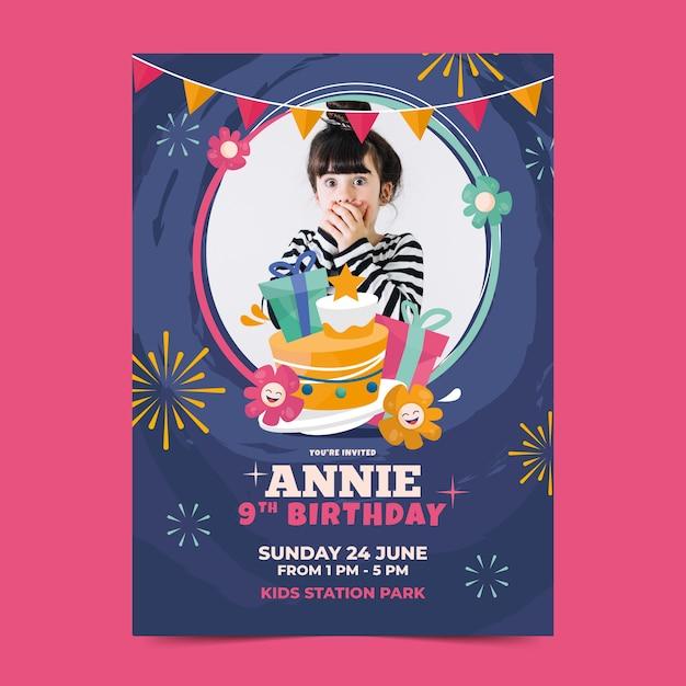 De verjaardagsuitnodiging van kinderen met foto Gratis Vector