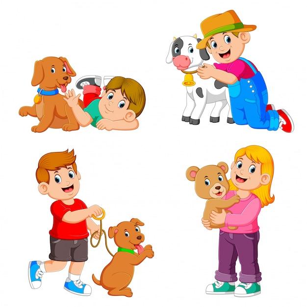 De verzameling van de kinderen die spelen met hun huisdieren en dieren Premium Vector