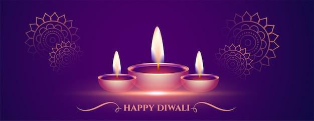 Decoratieve gelukkige diwali paarse banner met diya Gratis Vector