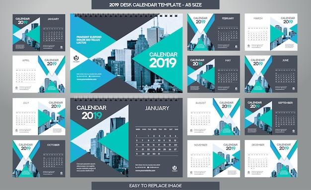 Desk calendar 2019-sjabloon - 12 maanden inbegrepen Premium Vector