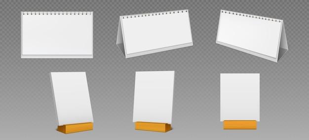 Desktopkalenders met spiraal en blanco pagina's op houten displaystandaard geïsoleerd op transparante achtergrond. realistisch van witboekkalender, bureauplanner of blocnote die op tafel staan Gratis Vector