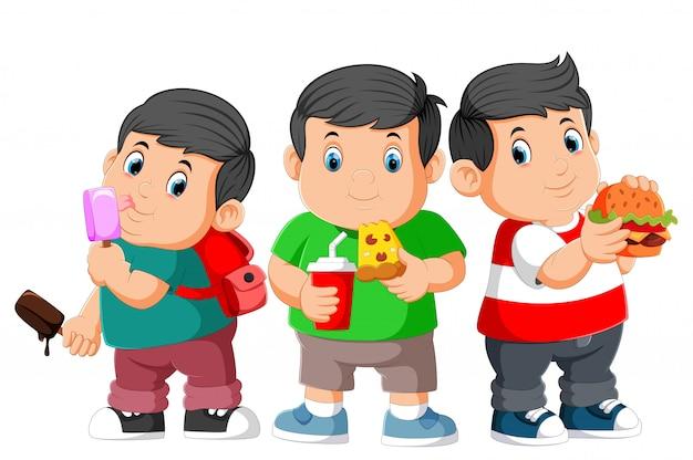 Dikke jongen drie die snel voedsel eet Premium Vector