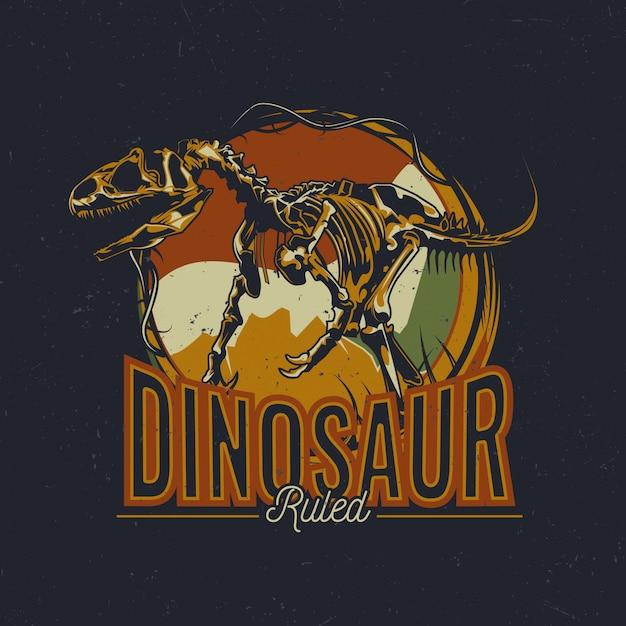 Dinosaurus thema t-shirt labelontwerp met illustratie van oude dinosaurusbeenderen Gratis Vector