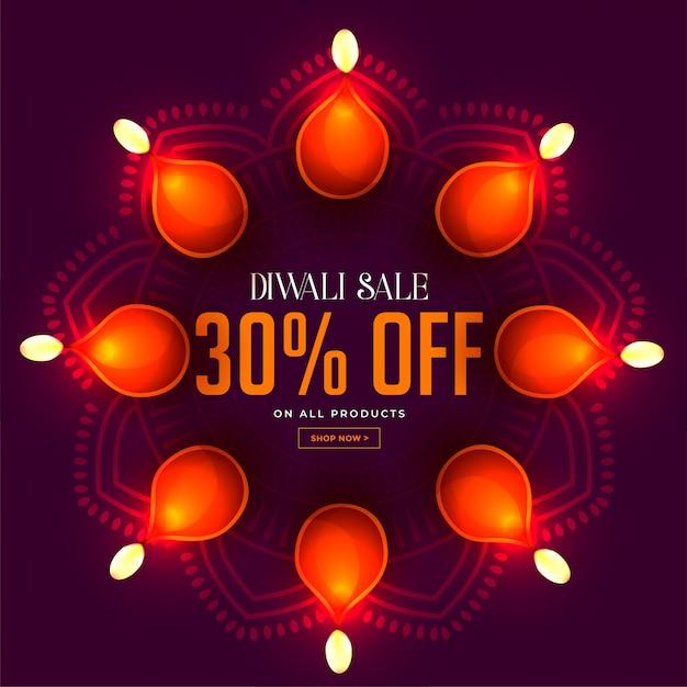 Diwali verkoop banner met gloeiende diya lampen decoratie Gratis Vector