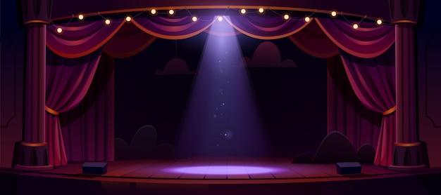 Donker theaterpodium met rode gordijnen en schijnwerpers Gratis Vector