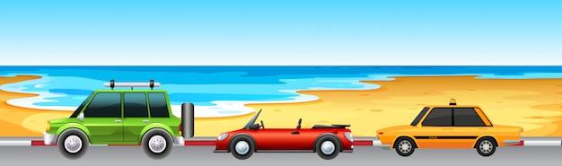 Drie auto's parkeren aan het strand Gratis Vector