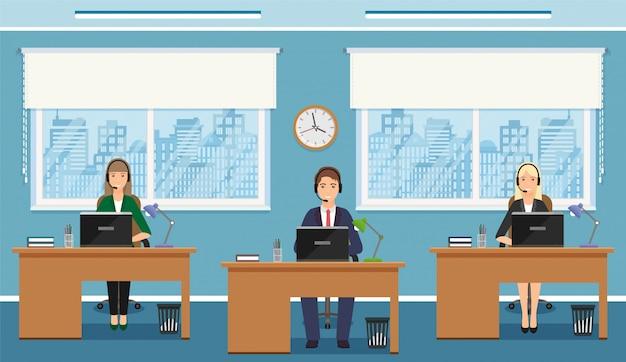 Drie vrouwenwerknemer van call centre op werkende plaatsen in bureau. werksituatie met vrouwelijk personeel van de ondersteuningsdienst. Premium Vector