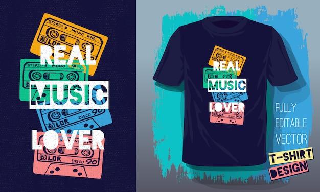 Echte muziekliefhebber belettering slogan retro schetsstijl tapecassette voor t-shirtontwerp Premium Vector