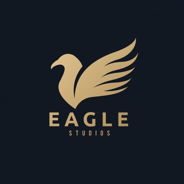 Een gouden adelaar logo op een zwarte achtergrond Gratis Vector