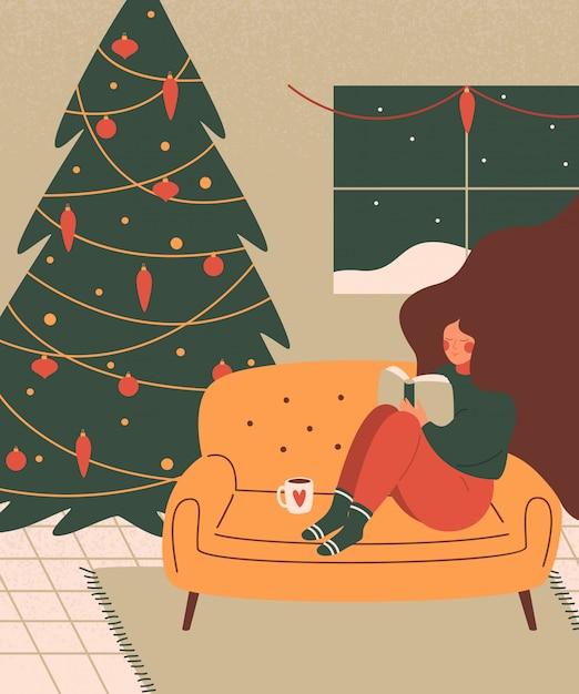 Een leuke vrouw ontspant met een boek in een gezellige woonkamer ingericht voor kerstvakantie. Premium Vector