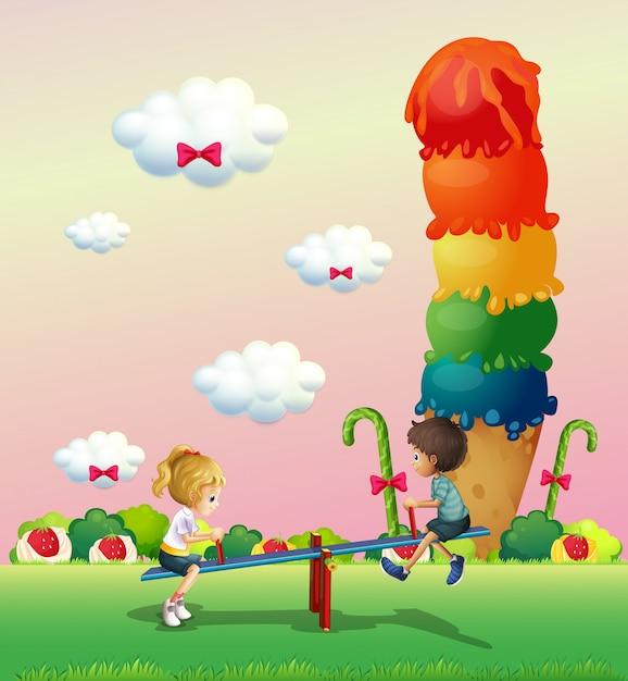 Een meisje en een jongen die in het park spelen met een gigantisch ijsje Gratis Vector