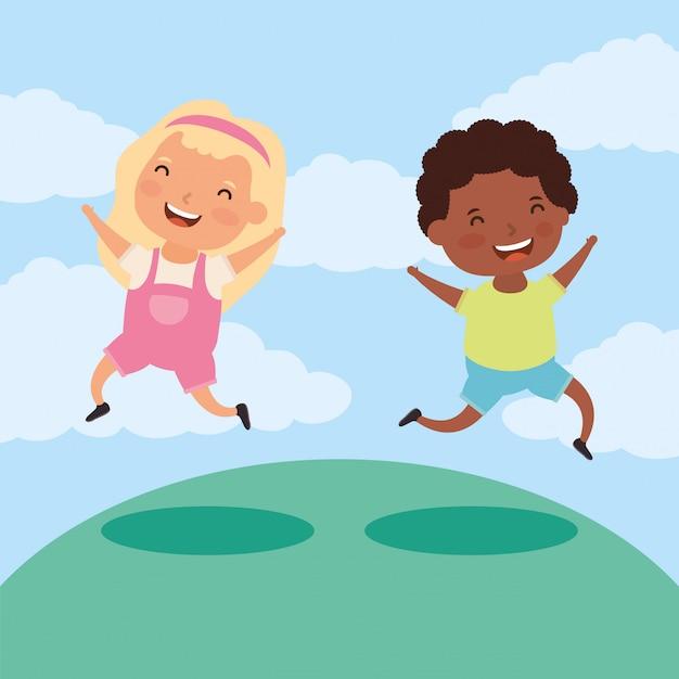 Een paar kleine interraciale kinderen in het veld Premium Vector