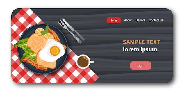 Eieren, spek en brood op een plaat met gezonde groenten. Premium Vector