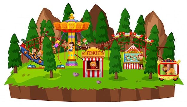 Eilandscène met veel kinderen die op circusritten spelen Gratis Vector