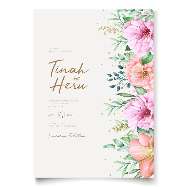 Elegante bruiloft uitnodigingskaarten sjabloon met aquarel kersenbloesem ontwerp Gratis Vector