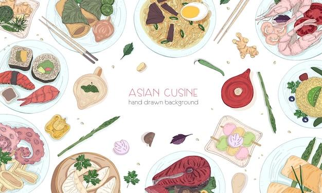 Elegante gekleurde hand getrokken achtergrond met traditionele aziatische gerechten, gedetailleerde smakelijke maaltijden en snacks uit de oosterse keuken - woknoedels, sashimi, gyoza, vis- en zeevruchtengerechten Premium Vector