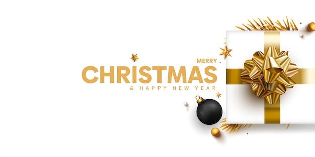 Elegante kerst banner met gouden geschenken op wit Premium Vector