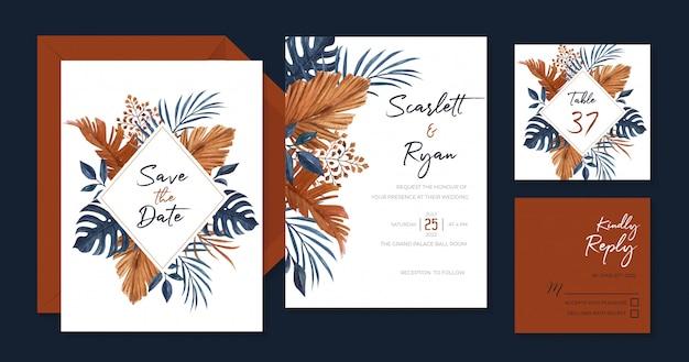 Elegante marineblauwe en bruine bruiloft uitnodiging sjabloon met palm, monstera en droge bladeren Premium Vector