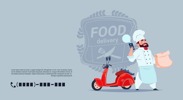 Eten levering embleem concept chef-kok permanent bij rode motor fiets op sjabloon achtergrond Premium Vector