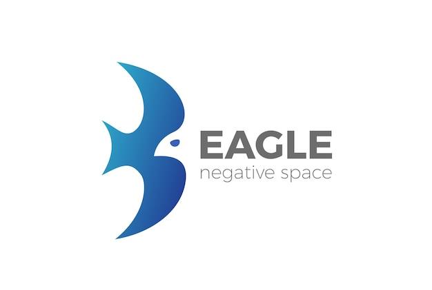 Flying eagle logo geïsoleerd op wit Gratis Vector