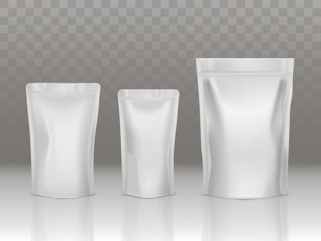 Folie of plastic sachetzak die met klep en verbinding wordt geplaatst die op transparante achtergrond wordt geïsoleerd. Gratis Vector