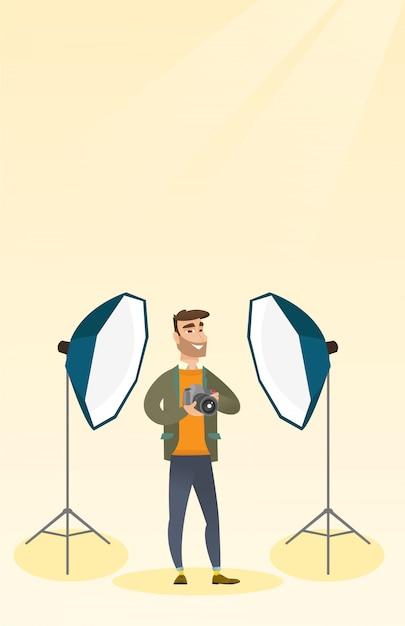 Fotograaf met een camera in een fotostudio. Premium Vector