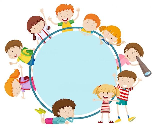 Frame met gelukkige kinderen Gratis Vector
