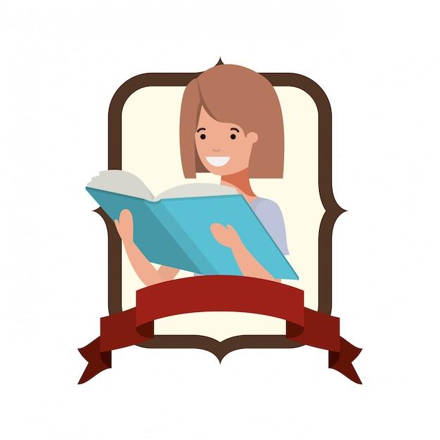 Frame met student meisje en leesboek Gratis Vector