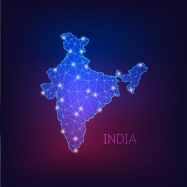 Futuristisch gloeiend laag veelhoekig india kaartsilhouet dat op donkerblauwe tot purpere achtergrond wordt geïsoleerd. Premium Vector