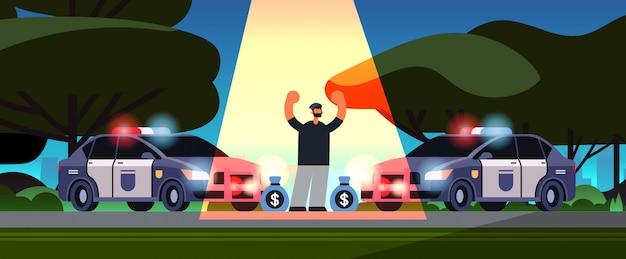 Gearresteerd crimineel karakter met geldzakken dief betrapt door politie diefstal veiligheidsdienst justitie dienst concept stadspark landschap Premium Vector