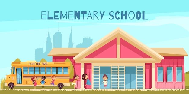 Gebouw van de basisschool gele bus en vrolijke leerlingen op blauwe hemel achtergrond cartoon Gratis Vector