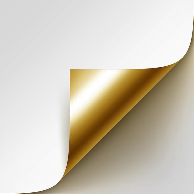 Gekrulde gouden hoek van wit papier met schaduw close-up geïsoleerd op witte achtergrond Premium Vector