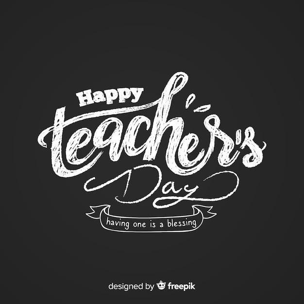 Gelukkig leraar dag belettering op blackboard Gratis Vector