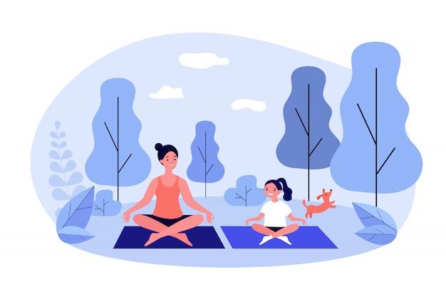 Gelukkig moeder en dochter beoefenen van yoga in park Premium Vector