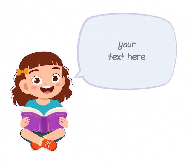 Gelukkig schattig klein kind meisje gelezen boek Premium Vector