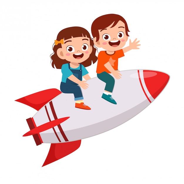 Gelukkig schattige kinderen jongen en meisje rijden raket Premium Vector