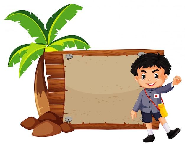 Gelukkige jongen en houten plank Gratis Vector