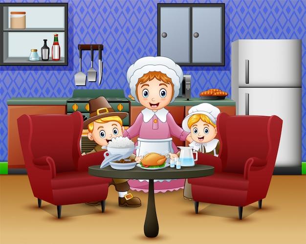 Gelukkige kinderen en mama dichtbij voedsel bij de dinerlijst Premium Vector