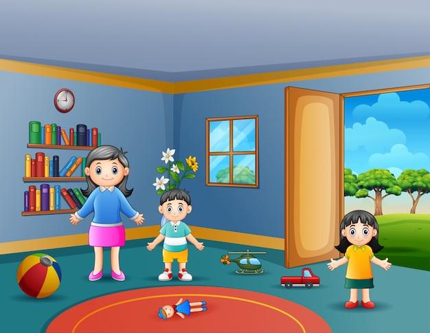 Gelukkige moeder met haar kinderen die in woonkamer spelen Premium Vector