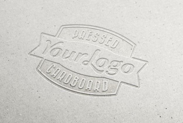 Geperst karton logo Gratis Vector