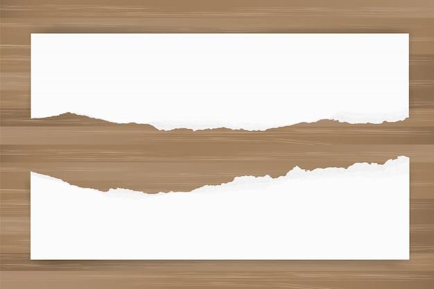 Gescheurde document achtergrond op bruine houten textuur. gescheurde papierrand. Premium Vector