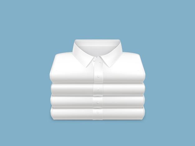 Gewassen, schoon, gestreken en gevouwen in stapel witte overhemden 3d realistisch Gratis Vector