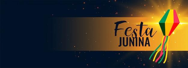 Gloeiende festa junina zwarte banner Gratis Vector