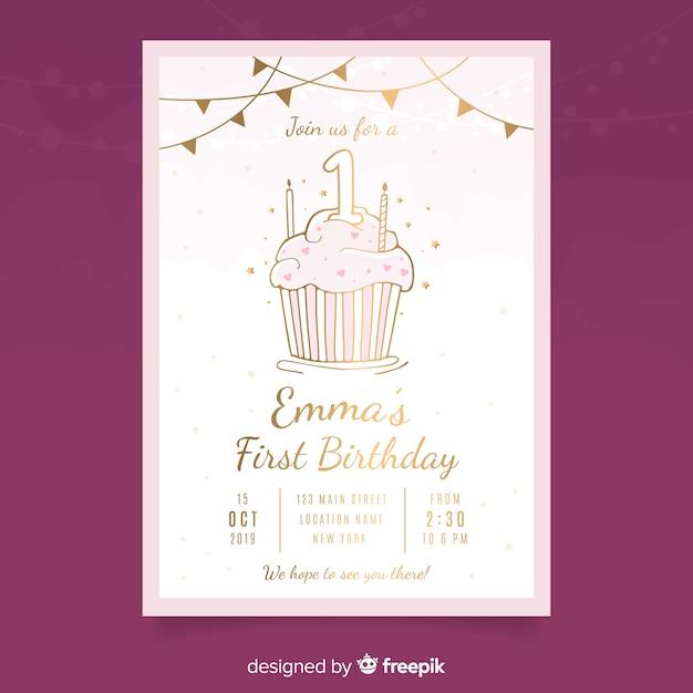 Gouden cupcake kaart sjabloon voor de eerste verjaardag Gratis Vector