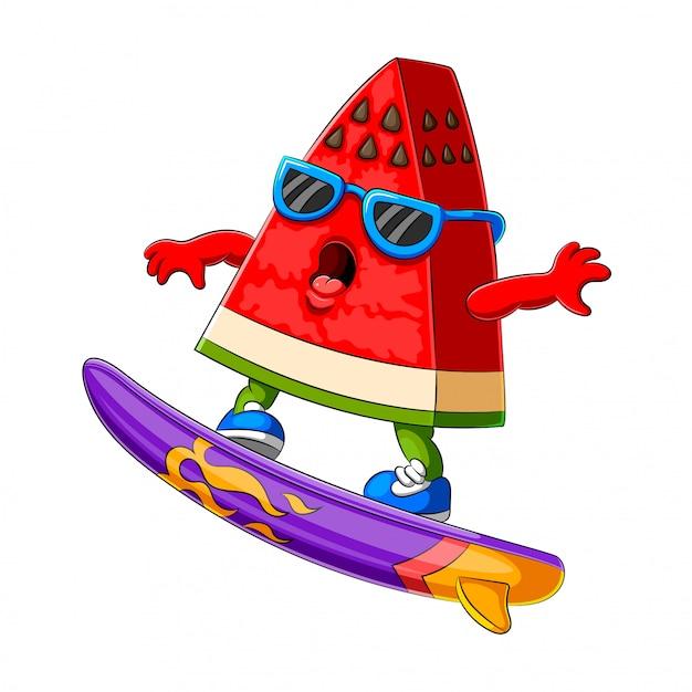 Grappige watermeloen cartoon surfen Premium Vector