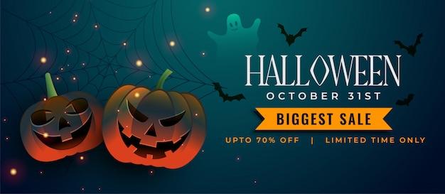 Griezelige halloween-pompoenen met knuppels en spookelementen Gratis Vector
