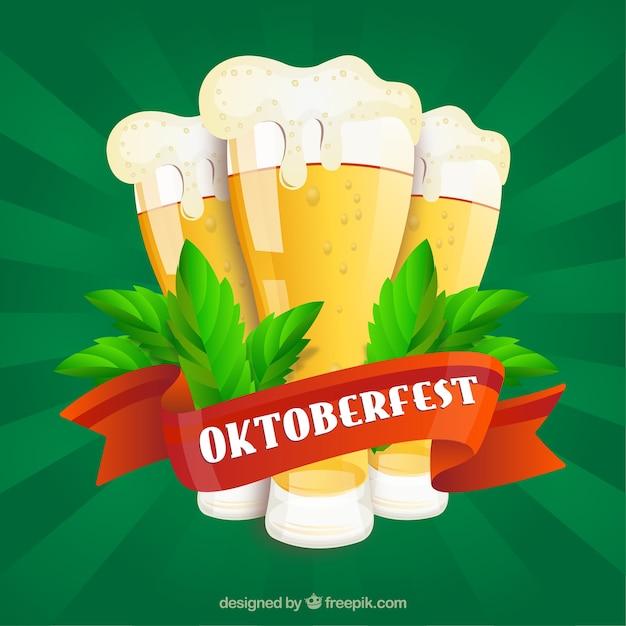 Groene achtergrond met bieren en rood lint van oktoberfest Gratis Vector
