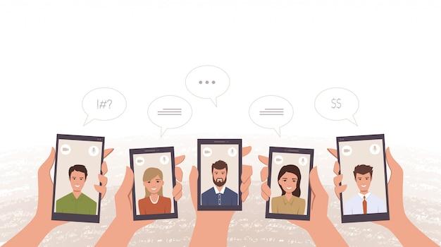 Groep bedrijfsarbeiders videobellen door in hand smartphone Premium Vector